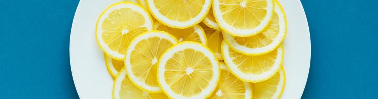 Zitrone, ein saures Hausmittel gegen Übelkeit und Magenschmerzen
